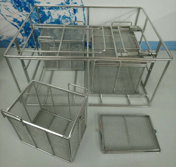 Baskets and fixtures for cleaning machines